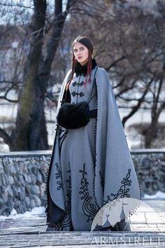 Old Fashion Dresses, Fashion Outfits, Fashion Coat, Queen Fashion, Winter Fashion, Fashion Women, Costume Roi, Toga Costume, Skandinavian Fashion