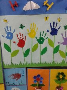 Handprint flower craft idea for kids Daycare Crafts, Baby Crafts, Preschool Crafts, Kids Crafts, Flower Craft For Preschool, Preschool Painting, Painting For Kids, Handprint Painting, Mothers Day Crafts For Kids
