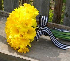 A+fekete+és+a+sárga+nem+klasszikus+esküvői+színek,+de+épp+ezért+érdemes+elgondolkodni+rajtuk.