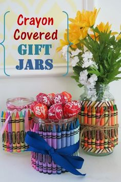 How to Make Crayon-Covered Jars for Party Favors & Gifts - 130 Easy Craft Ideas Using Mason Jars for Spring & Summer - DIY & Crafts Making Crayons, Diy Crayons, Baby Food Jar Crafts, Baby Food Jars, Baby Jars, Mason Jar Gifts, Mason Jar Diy, Gift Jars, Diy Crafts How To Make
