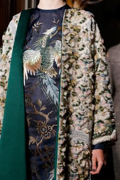 Valentino Fall 2013 Couture Fashion Show Details: See detail photos for Valentino Fall 2013 Couture collection. Look 55 Style Couture, Couture Details, Fashion Details, Couture Fashion, Runway Fashion, High Fashion, Fashion Show, Womens Fashion, Fashion Tips