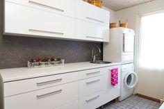 kodinhoitohuone - Google-haku Laundry Room, Washing Machine, Kitchen Cabinets, Home Appliances, Haku, Google, Home Decor, House Appliances, Decoration Home