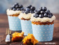 10-Ways-to-Make-Your-Cupcakes-Look-Like-They-Came-From-a-Bakery-