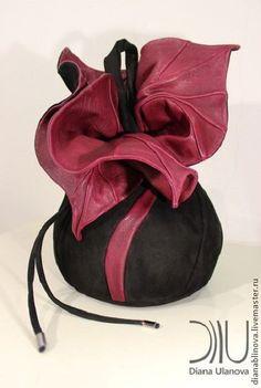 Купить или заказать сумка кожаная 'Торба-Орхидея' в интернет-магазине на Ярмарке Мастеров. 'Торба Орхидея' Вместительная сумка-торба для ежедневной носки и путешествий. Размеры: 47/33/30см. Способ ношения - на плече. Материал: кожа средней и повышенной плотности. Тип замка - шнур. Длина ручек регулируется. Внутри - 1 отделение и 2 кармана (на молнии и без).…