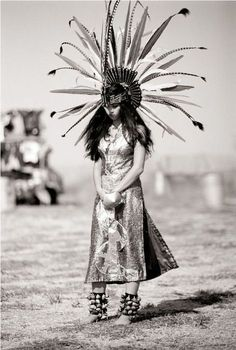 23 Photos and History Native American Names - vintagetopia Scroll down until you discover your tribe Native American Girls, Native American Beauty, Native American Photos, Native American Tribes, Native American History, American Indians, Native American Photography, Native American Headdress, American Symbols