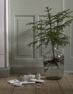 Beautiful Christmas vibe with muted colors by Lotta Agaton. Christmas Feeling, Noel Christmas, Rustic Christmas, Winter Christmas, All Things Christmas, Christmas Crafts, Christmas Tables, Decoration Branches, Tree Decorations