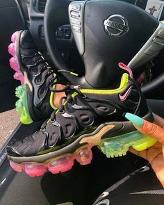 Cute Sneakers, New Sneakers, Sneakers Nike, Sneakers Workout, Black Sneakers, Souliers Nike, Basket Style, Sneakers Fashion Outfits, Hype Shoes