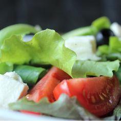 Ihr esst gerne grünen Salat? Dann haben wir hier 3 tolle Varianten mit einem leckeren Dressing für Euch: https://www.paleo-laedchen.de/gruene-salat-varianten/. Ich liebe diesen Salat! Laßt es Euch schmecken! :-) Euer paleo lädchen - Team