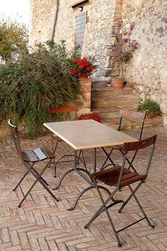 Tavolo Bistrot con piano in travertino invecchiato (art.272a TI) cm 120x65   •  Sedia Carlotta con seduta e schienale in legno (art.218)