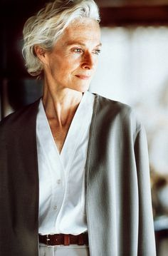 Discover Margiela: The Hermès Years, the new book giving an exclusive insight to the reclusive fashion designer. I love the colorless white shirt 70 Year Old Women, Beautiful Old Woman, Advanced Style, Ageless Beauty, Going Gray, Aging Gracefully, Grey Hair, Silver Hair, Older Women