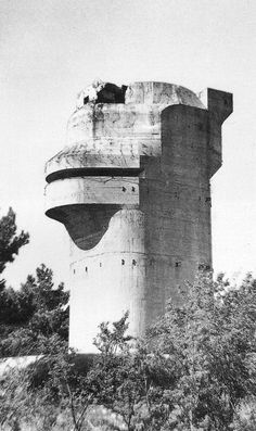 Build A Bunker 149955862566540448 - Paul Virilio, Bunker Archeology, Buildings Photographed Buildings Constructed Source by waldokanto Environment Design, Built Environment, Torre Flak, Flak Tower, Bunker Hill Monument, Concrete Building, Fortification, Architecture Photo, Brutalist
