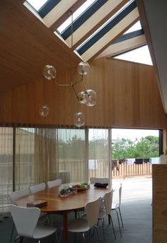 wohnraum mit kamin in der mitte   interior and more   pinterest, Wohnzimmer dekoo