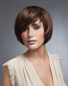 In-vogue Short Layered Haircut for Round Face Shape