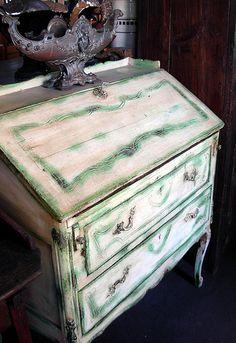Mueble cómoda con escritorio en pátina verde, Sonia Carroza Antiguedades