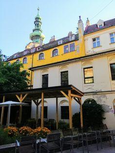 Letná čitáreň u Červeného raka Bratislava, Mansions, House Styles, Home Decor, Decoration Home, Room Decor, Villas, Interior Design, Home Interiors