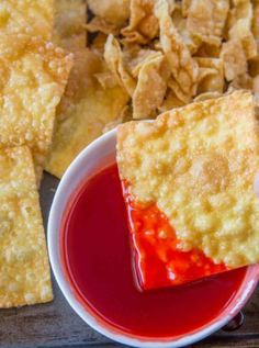 Sweet and Sour Sauce is the classic tangy and sweet dipping sauce of Chinese takeout restaurants that has just six ingredients and in less than 10 minutes! The post Sweet and Sour Sauce appeared first Crab Recipes, Sauce Recipes, Appetizer Recipes, Cooking Recipes, Wonton Recipes, Hawaiian Recipes, Copykat Recipes, Dinner Recipes, Sweet N Sour Sauce Recipe