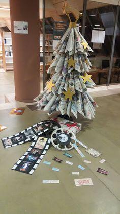 Árbol de la biblioteca de Ciencias de la Información. Navidad 2016