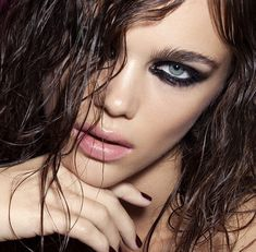 Courtney Love makeup inspiration for Harper's Bazaar en Español. Smokey eyes dark, nude lips, purple nails. Wet hair trend editorial. Beauty editorial fashion magazine.