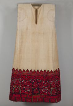 Greek handwoven linen chemise with tapestry woven border Greek Traditional Dress, Traditional Outfits, Greek Dress, Women's Chemises, Embroidered Caps, Folk Fashion, Jeweled Shoes, Folk Costume, Pli
