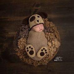 Newborn Crochet Puppy Hat and Paw Print Booties Photo Prop Pattern by AMKCrochet.com Newborn Bebe, Newborn Shoes, Newborn Puppies, Baby Puppies, Puppy Hats, Newborn Crochet Patterns, Newborn Crochet Outfits, Crochet Bebe, Crochet Basics