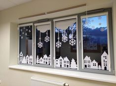 Winter window decoration – # window deco christmas # window th … – Happy Christmas Office Christmas Decorations, Christmas Crafts For Kids, Xmas Crafts, Christmas Art, Christmas Projects, Winter Christmas, Diy And Crafts, Holiday Decor, Cubicle Decorations
