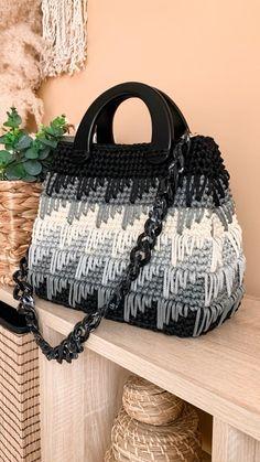 Crochet Tote, Crochet Handbags, Crochet Purses, Knit Crochet, Knitting Patterns, Easy Crochet Patterns, Crochet Stitches, Crochet Videos, Satchel Bag