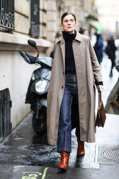 Ankle boot outfits ideas: Jo Ellison wearing tan ankle boots Slouchy Ankle Boots, Ankle Boots Dress, How To Wear Ankle Boots, Brown Ankle Boots Outfit, Calf Boots, Dress Shoes, Red Boots, Minimalist Dresses, Minimalist Shoes