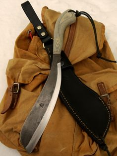 Ben Orford Eban Parang. Bushcraft Knives, Tactical Knives, Cool Knives, Knives And Swords, Blacksmithing Knives, Knife Patterns, Arm Armor, Handmade Knives, Tool Steel