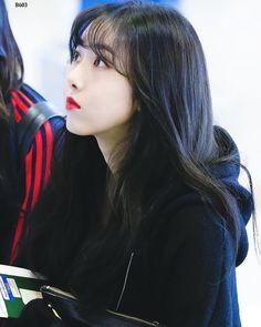 Gfriend-SinB 181022 Gimpo Airport to Japan Kpop Girl Groups, Korean Girl Groups, Kpop Girls, Sinb Gfriend, Gfriend Sowon, Fan Picture, My Wife Is, G Friend, Korean Artist