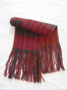 Podzimní Ručně tkaná zelenooranžovočervená šála. Délka 140 cm + 19 cm  třásní na každé straně 2a6d16e8ae