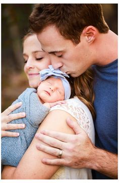 Newborn Family Pictures, Family Photos With Baby, Family Picture Poses, Photo Couple, Newborn Pics, Newborn Session, Cute Family Photos, Cute Baby Photos, Baby Newborn