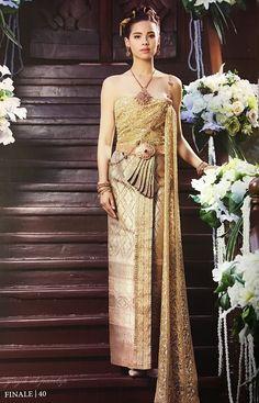 งามจับใจญาญ่าห่มสไบใส่ชุดไทยขึ้นปกนิตยสาร finaleweddingmagazine - Pantip Thai Wedding Dress, Khmer Wedding, Wedding Dresses, Thai Traditional Dress, Thai Dress, Thai Style, Costume Dress, What To Wear, Culture
