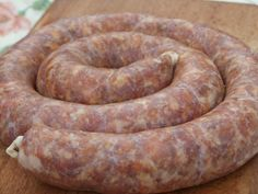 3 kg carne tocata de porc (s-a tocat pulpa), 100 g. Sausage Recipes, My Recipes, Diet Recipes, Favorite Recipes, Romanian Food, Romanian Recipes, Good Food, Yummy Food, Smoked Bacon