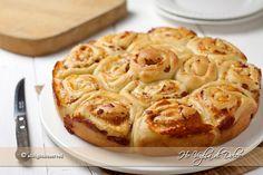 Torta di rose salata, torte di rose rustica per la cena o antipasto, Rustico con prosciutto e provola per occasioni speciali e feste. Lievitati salati