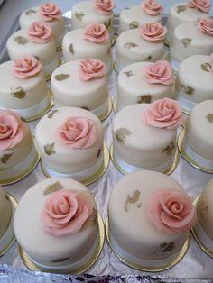 Whole pear cake - HQ Recipes Fancy Cakes, Mini Cakes, Cupcake Cakes, Beautiful Cakes, Amazing Cakes, Mini Wedding Cakes, Pear Cake, Chocolate Covered Oreos, Small Cake