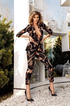 FASHION  Poartă IMPRIMEUL cu vei cuceri lumea! Fashion Dresses, Jumpsuit, Poses, Costumes, Elegant, Fashion Show Dresses, Overalls, Figure Poses, Classy