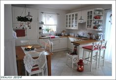 Klidný večer do vašich svátečních domovů Apartment Dining, Interior, Home, House Interior, Home Kitchens, Cosy Kitchen, Kitchen Design, Shabby Chic Dining Room, Shabby Chic Kitchen