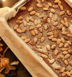 Bizcocho de Chocolate Navideño con almendras y azúcar glass : via MIBLOG