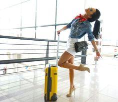 Azi e in Bucuresti, maine e in Paris, Atena sau... Dubai. Inna calatoreste in toata lumea si are concerte la foc continuu. Asa se face ca isi petrece mai mult timp prin aeroporturi sau prin masini. Cu toate acestea, ea nu renunta la tocuri, la hainele sexy si personalizate si chiar isi adapteaza tinutele in functie de destinatii.