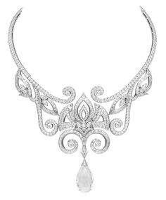 """The Marisa Necklace"" in white gold and diamonds from the ""Bals de Légende High Jewellery Collection"" by Van Cleef & Arpels (© 2011)"