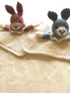 Free pattern - Bunny Mini Cuddly Blankie Knitting pattern by Gypsycream Christmas Knitting Patterns, Baby Knitting Patterns, Crochet Patterns, Baby Patterns, Original Design, Quick Knits, Paintbox Yarn, Red Heart Yarn, Arm Knitting