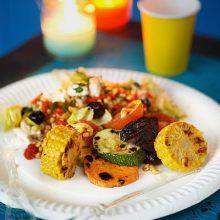 Örtsallad med matvete och grillad paprika