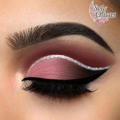 Chicas, usen detalles brillantes en sus ojos, así les darán luz y personalidad.  #solochicastop #magazine #makeup #maquillaje #eyes