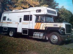 Camper Life, Truck Camper, Rv Campers, Camper Van, Vintage Rv, Vintage Trailers, Super C Rv, Cool Rvs, Gypsy Wagon