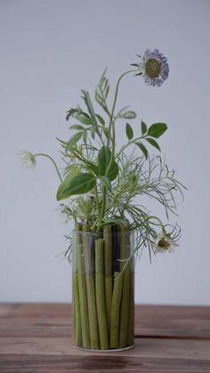 Tropical Flower Arrangements, Creative Flower Arrangements, Ikebana Flower Arrangement, Ikebana Arrangements, Flower Vases, Beautiful Flower Arrangements, Deco Floral, Arte Floral, Simple Flowers