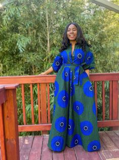 African Tops, African Dresses For Women, African Attire, African Outfits, Dresses With Vans, Long Dresses, Unique Ankara Styles, African Print Shirt, African Fashion Ankara