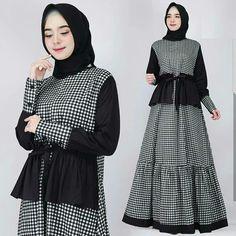 Arini Dress Black Bahan Ballotely Mix Katun Fit L+ Harga Batik Fashion, Abaya Fashion, Fashion Dresses, Trendy Dresses, Nice Dresses, Muslim Long Dress, Moslem Fashion, Modele Hijab, Winter Dress Outfits