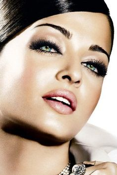 Aishwarya Rai is seriously the  most beautiful woman i've ever seen! and i love her eyes <3