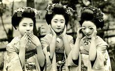 見ざる言わざる聞かざる@Three Maiko [apprentice Geisha], 1929