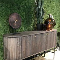 WALL-IT tilbyr vegger i naturmaterialer som egner seg veldig bra som dekor vegg til butikk. Flere av produktene forbedrer akustikk ved å redusere gjenklang. Mose er en populær dekor vegg som skaper et umiddelbart blikkfang og nysgjerrighet hos kunden. Møbelringen sitt flotte, nye showroom og butikk på Skøyen valgte å bekle en hel vegg med Mose i fargen Furunål for å skape et spennende blikkfang med en gang du kommer inn i butikken! Natural Forms, Raw Materials, Hygge, Interior Decorating, Showroom, Wall, Green, Inspiration, Furniture
